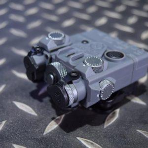 DBAL-A2 Style 雷射指示器 LED照明+綠雷射 強化塑膠外殼 灰色 DBAL-GN-GY