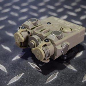 DBAL-A2 Style 雷射指示器 LED照明+綠雷射 強化塑膠外殼 沙色